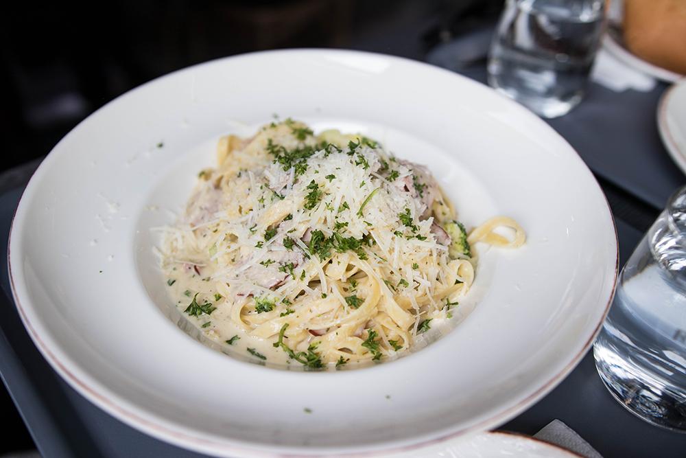 Lunch på Oden Bistro pasta med skinksås