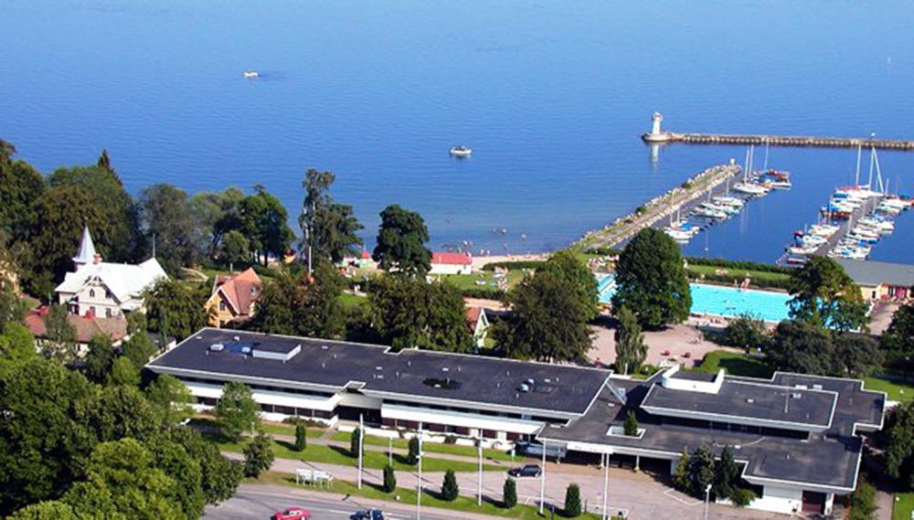 Hotell Bellevue i hjärtat av Hjo med utsikt över Vättern
