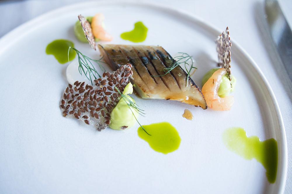 5 rätters middag på Alberts. Karamelliserad makrill med krusbär, dillemulsion, linfröchips, & råräkor