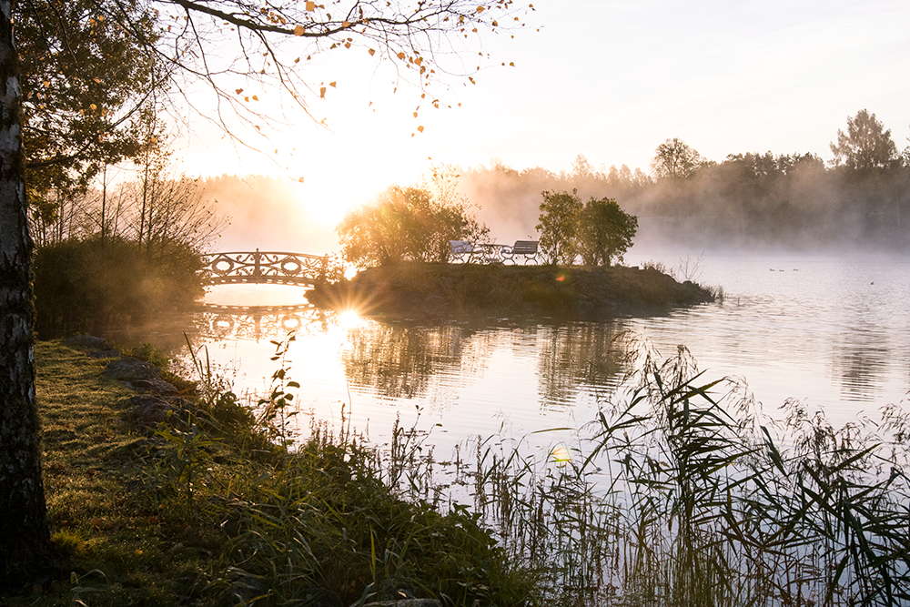 Soluppgången över sjön i Baldersnäs